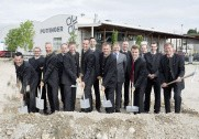 Pöttinger har netop taget første spadestik i udvidelser på fabrikken i Østrig for 25 millioner euro. Foto: Pöttinger.