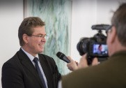 Arlas administrerende direktør Peder Tuborgh opfordrer bankerne til at støtte de danske mælkeproducenter. Pressefoto.