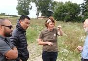 repræsentanter fra Bhutans svar på Danmarks Naturfredningsforening besøgerJohanne Schimming i Lejre. Foto: Økologisk Landsforening