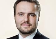 Simon Kollerup (S) har i et svar fra Esben Lunde Larsen (V) fået at vide, at  det som udgangspunkt ikke er kommunalbestyrelsesmedlemmer personligt, der hæfter for tab ved fejl i sagsbehandlingen. Pressefoto.