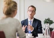 Miljø- og fødevareminister Esben Lunde Larsen afviser at indføre obligatorisk halalmærkning. Pressefoto.