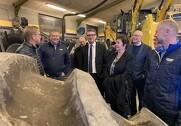 Troels Lund Poulsen, (V) beskæftigelsesminister, på besøg sammen med andre venstre-folk hos PN Maskiner i Troldkær, Rødding. Pressefoto.
