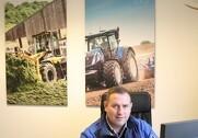 Søren Kristensen, indehaver af Traktorgården i Give, glæder sig over successen med New Holland. Foto: Marianne Nørmark.